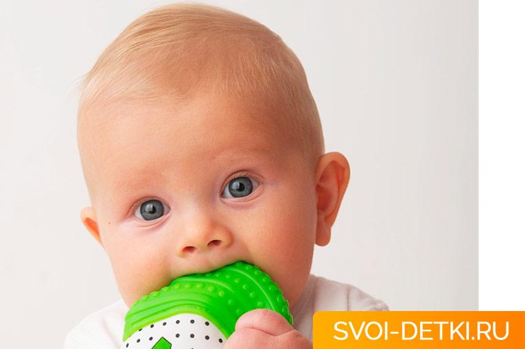 Как ухаживать за зубами малыша