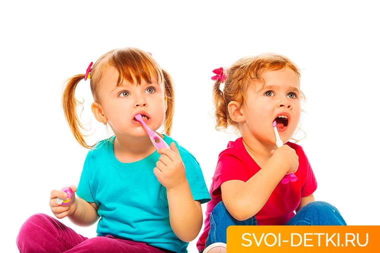 В каком возрасте начинать чистить зубы ребенку