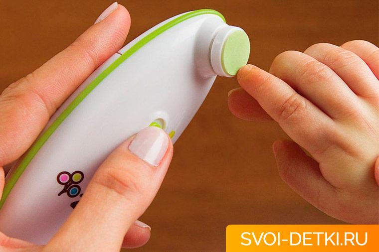 Как подстригать ногти детям после года
