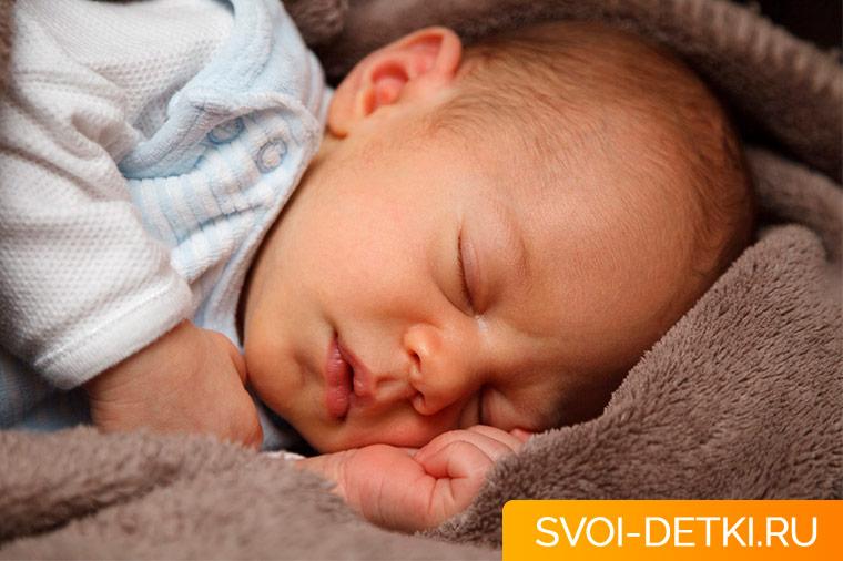 Как обезопасить детскую кроватку
