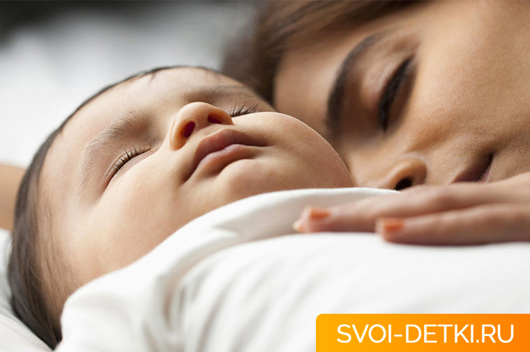 В чем минусы совместного сна ребенка с родителями