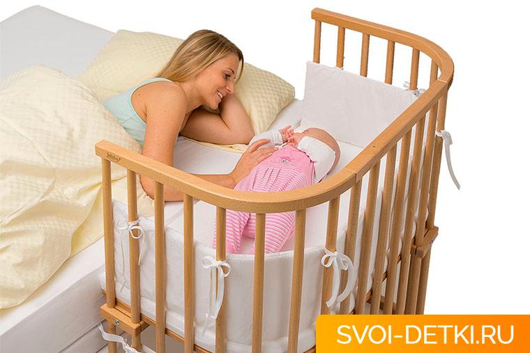 Детская кровать рядом со взрослой