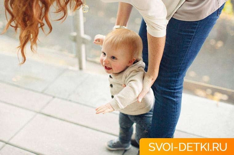 Ребенок не хочет ходить сам: почему, что делать, когда беспокоиться