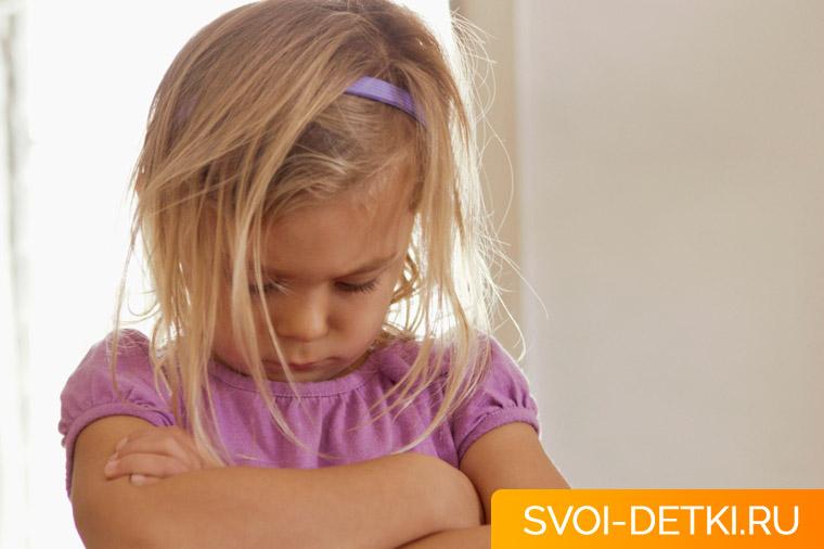У ребенка истерика: как реагировать родителям, способы контроля