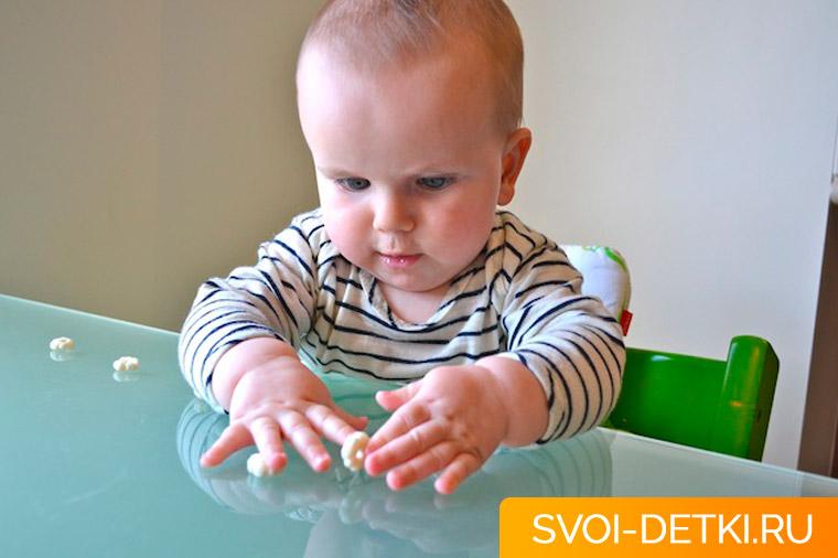 Развитие ребенка 8 месяцев: что должен уметь ребенок
