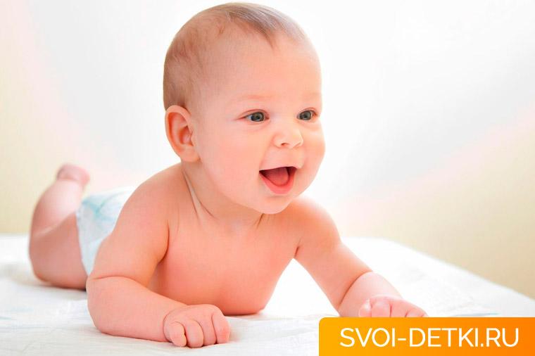 Развитие ребенка 4 месяца: что должен уметь ребенок