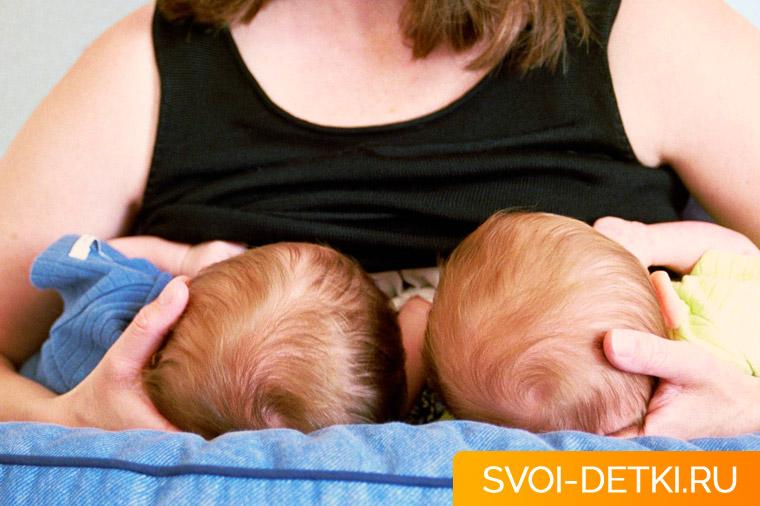 Как кормить грудью двойню: практические советы, рекомендации, нюансы